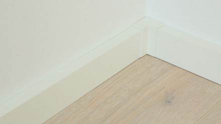 Innenecke selbstklebend für Fußleiste F100201M Modern Weiß 18 x 50 mm - 4St.