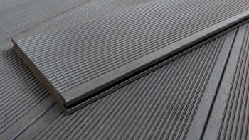 Planche de terrasse en WPC planeo ECO-Line gris foncé massif - lisse/rainé