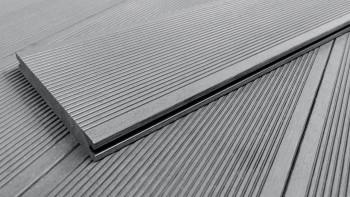 Planche de terrasse en WPC planeo ECO-Line planche massive gris clair - lisse/rainée